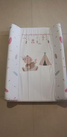 Przewijak dla niemowlaka na łóżeczko.