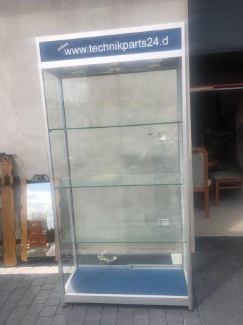 Gablota szklana podświetlana