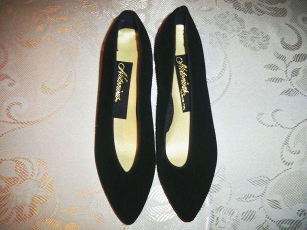 Czarne welurowe zamszowe buty r. 37 na niskim obcasie eleganckie