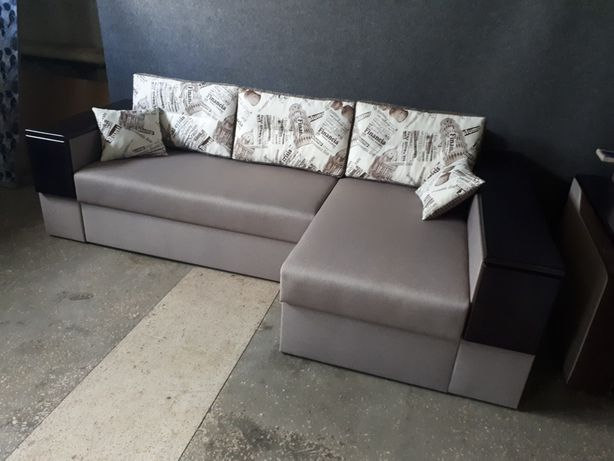 Кутовий диван єврокнижка, деревяні ламелі, наклади з дерева