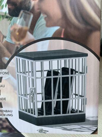 Klatka więzienie na telefon komórkę