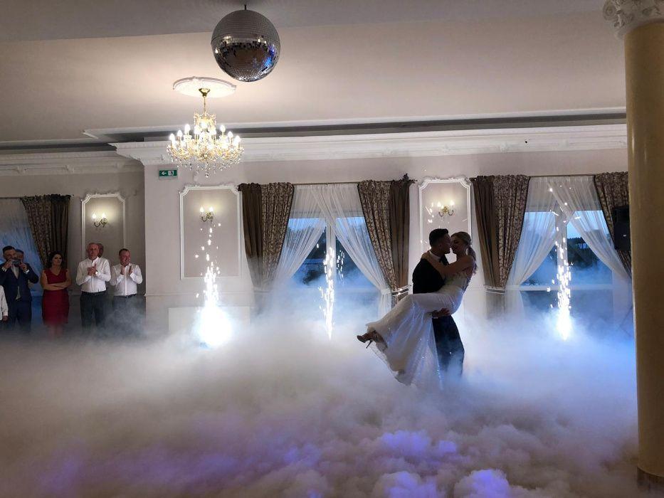 Ciężki dym - taniec w chmurach, napis MIŁOŚĆ, Fontanna Iskier RADOM