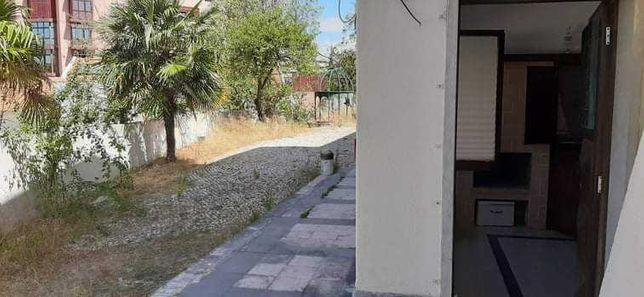 Alugo T0 na Quinta das Palmeiras local sossegado em condomínio fechado