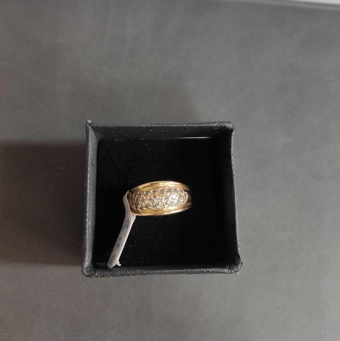 złoty pierścionek z cyrkoniami , lombard madej sc