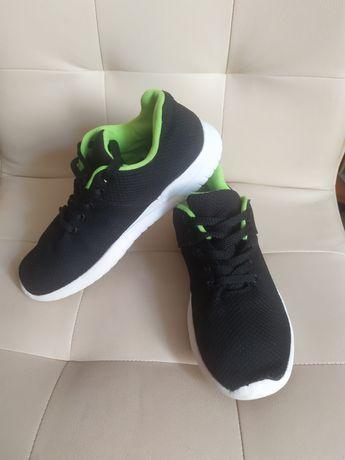 Лёгкие кроссовки Primark р.35