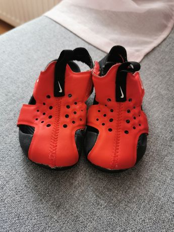 Sandałki NIKE 22 czerwone