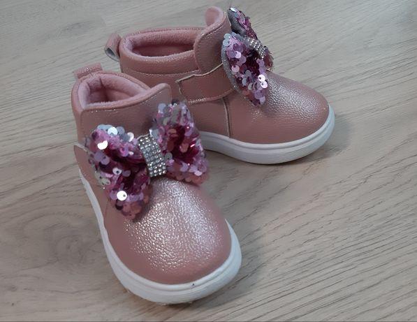 Деми ботинки 24р.