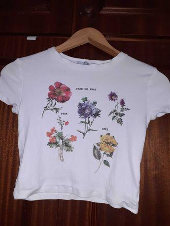 T-shirt canelada cropped c/flores Bershka S