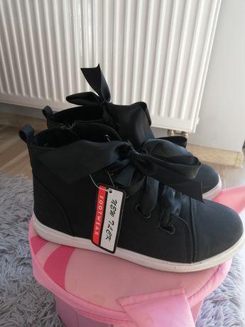Nowe 38 buty kokardki idealne na wiosnę