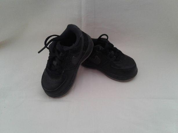 Кросівки шкіряні фірми nike