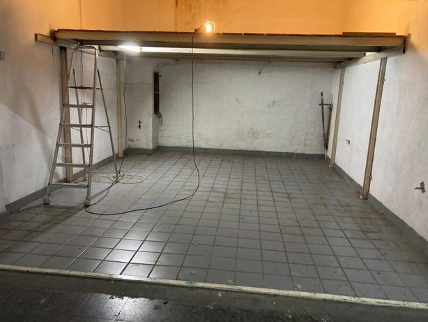 Garagem fechada no centro de almada