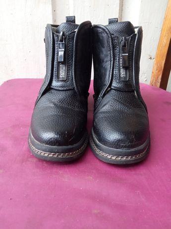 Продам ботиночки для девочки 32 размер.
