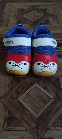 Кросівки для малечі