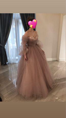 Надзвичайно ніжне випускне плаття