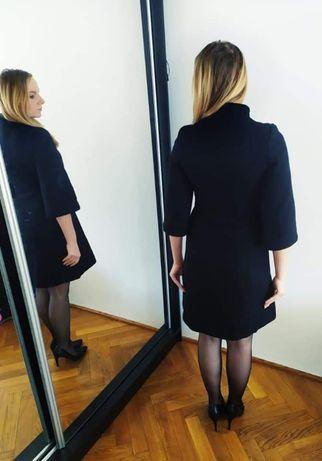 Angielski czarny płaszcz