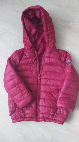 Продам демисезонную куртку  Reserved рост 104