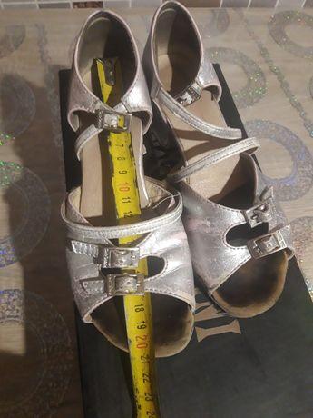 Продам бальные туфли на девочку