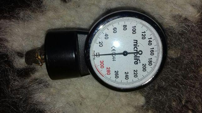 манометр  на прибор измерения давления