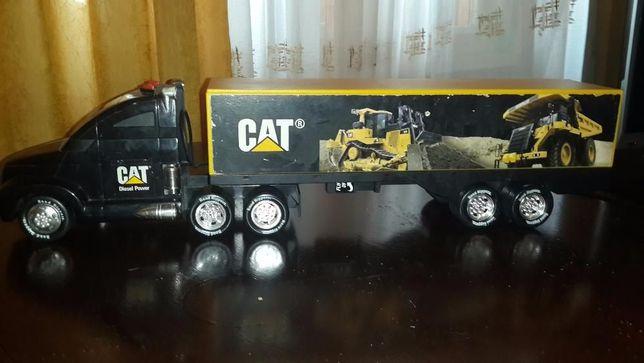 Большой грузовик CAT