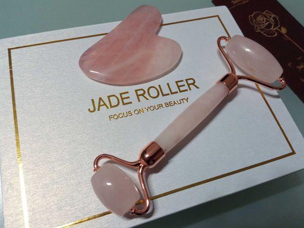 Набор Jade roller с пластиночкой Гуаша и роллером из настоящего кварца