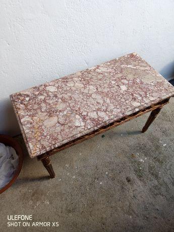 Mesa antiga com pedra mármore em bom estado.
