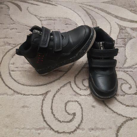 Осіні черевики на хлопчика.