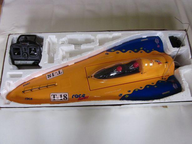 Zdalnie sterowana motorówka
