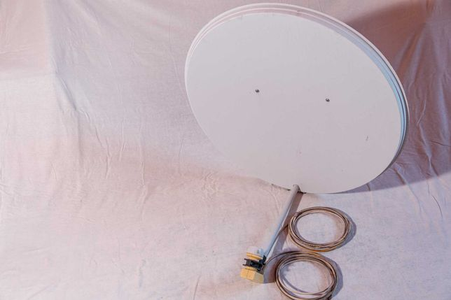 2 Спутниковые антенны тарелки + 2 спутниковых тюнера openbox s6 HD PVR