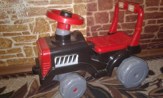 Машинка толокар (трактор)