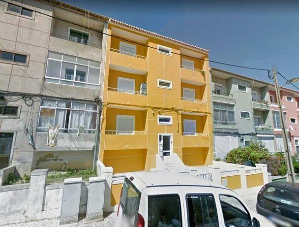 T2 Duplex Renovado em Almada Central