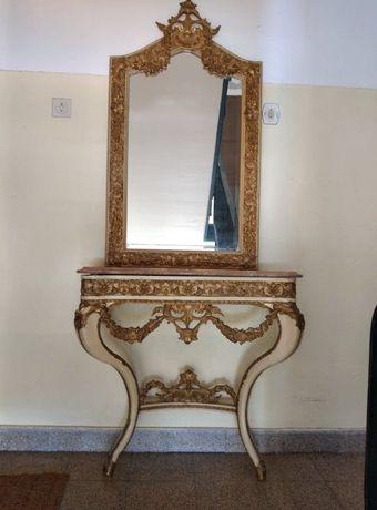 Espelho e Móvel antigos em madeira trabalhada