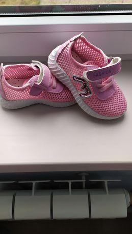 Продам дитячі кросівки розмір 24!