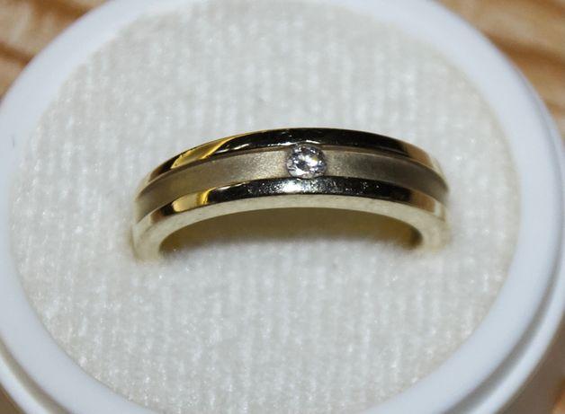 zloty pierścionek z brillantem