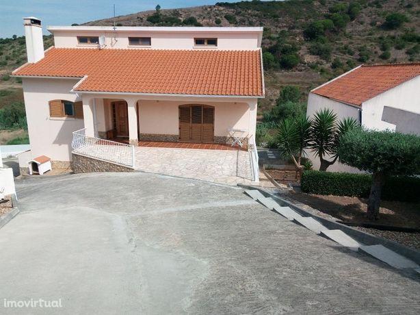 Moradia de 3 Pisos com garagem e logradouro, junto a Mafra