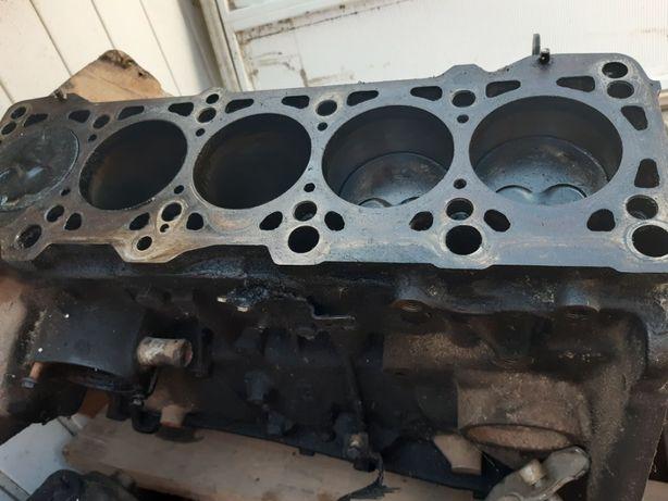 двигатель фольксваген т 4 ААВ 2.4