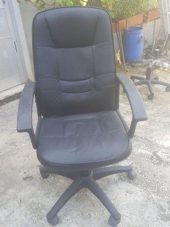 Cadeira  para escritório  ou está  no computador