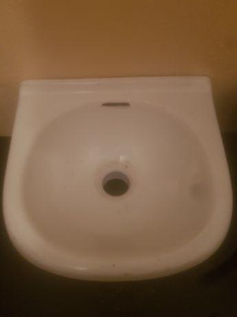 Umywalka mała łazienkowa