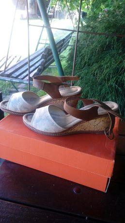 Sandały na koturnie Graceland