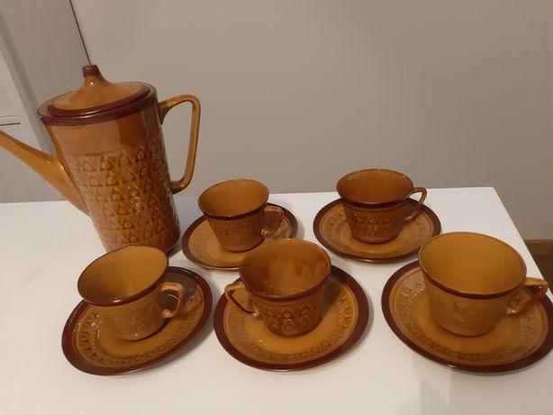 Brązowy zestaw do kawy i herbaty