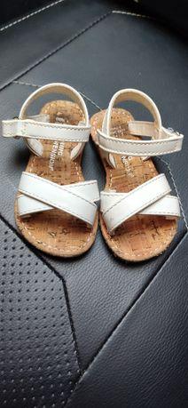 Buciki sandałki idealne do chrztu