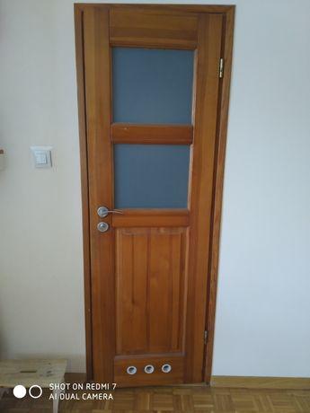 Drzwi do łazienki drewniane