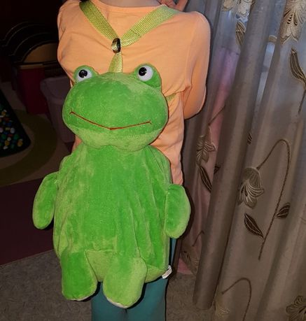 Мягкий плюшевый рюкзак лягушка, очень вместительный 33 см
