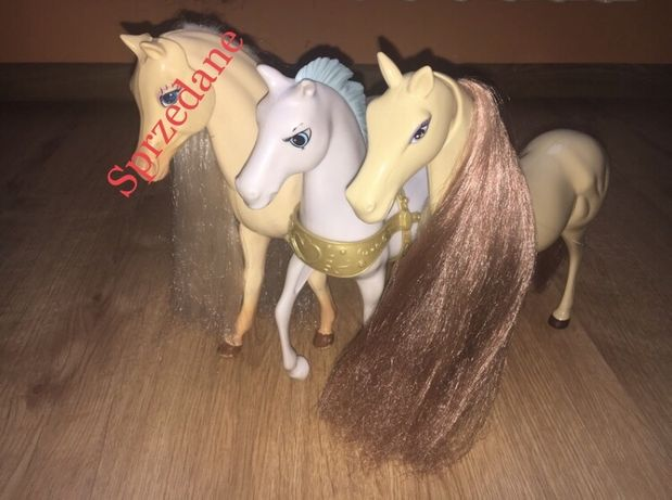 Dwa duże konie do zabawy z lalkami np. Barbie
