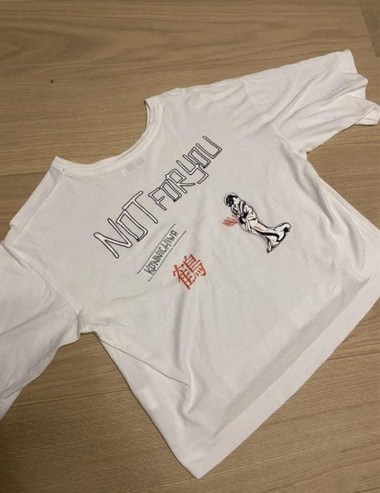 Biały t shirt oversize z nadrukami na plecach Józefów - image 1