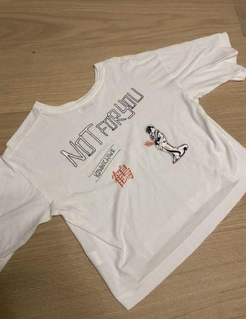 Biały t shirt oversize z nadrukami na plecach