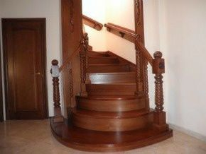 Деревянные лестницы собственного производства