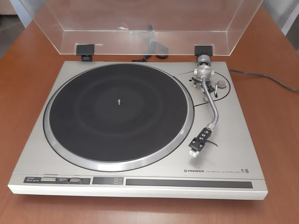 Gira discos Pioneer PL100