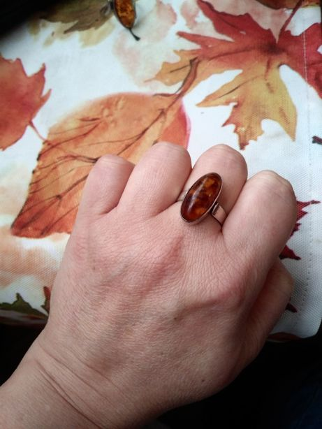 Srebrny stary logowany pierścionek srebro bursztyn