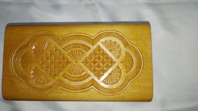 Шкатулка деревянная резная с откидывающейся крышкой 18х10х7см.