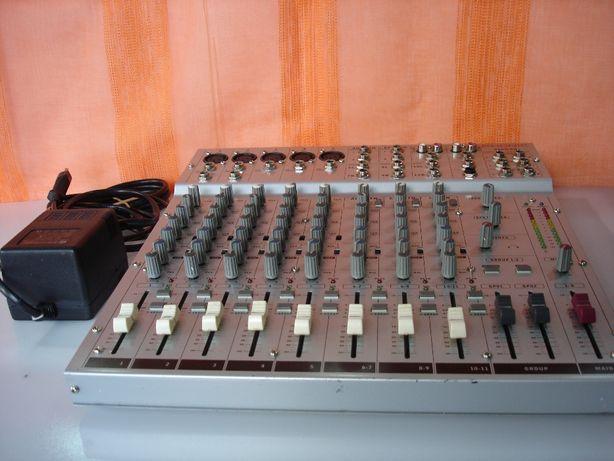 Mesa de Mistura PHONIC AM-532.